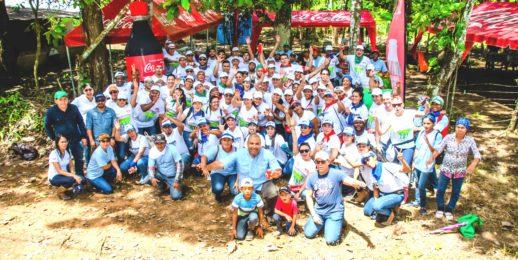 """Coca-Cola FEMSA reforesta por la seguridad hídrica de Panamá – """"Agua por el Futuro""""."""