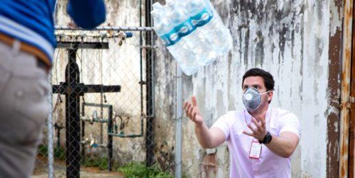 Coca-Cola FEMSA dona 4.680 litros de agua a organizaciones que luchan contra el COVID-19